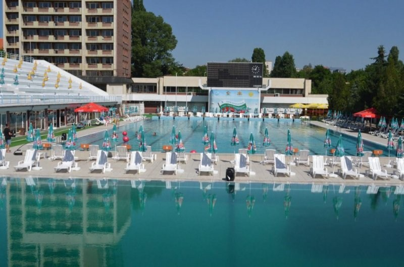 Cherveno zname Swimming Complex