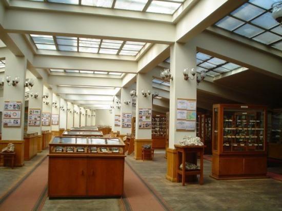 Mузей по минералогия, петрология и полезни изкопаеми