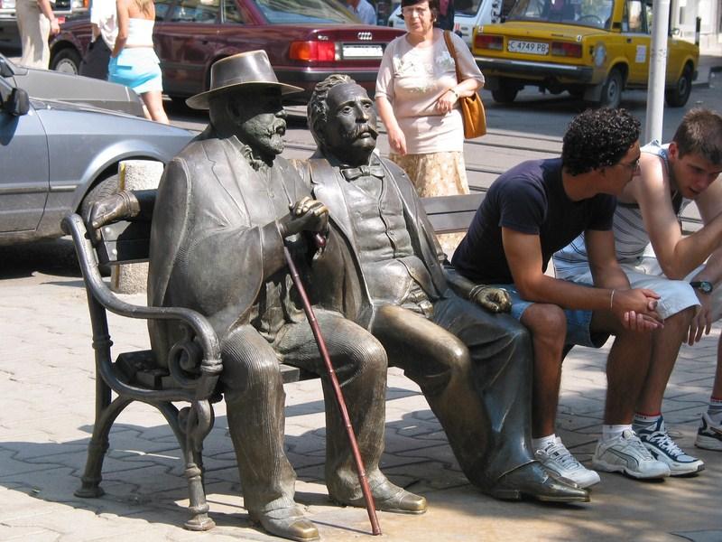 Скулптура на Петко и Пенчо Славейкови