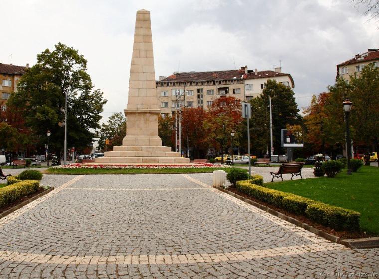 Ruski Pametnik Square