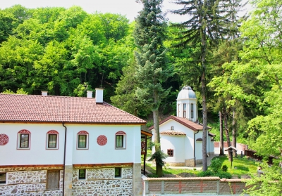 A pilgrimage route to the Divotino Monastery of the Holy Trinity